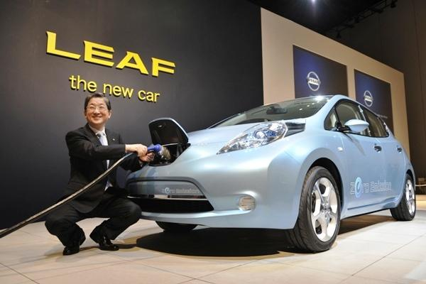 The Nissan LEAF Makes Its First Delivery